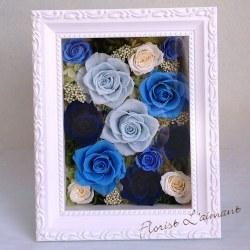 涼しげなブルーのバラを贅沢に敷き詰めたフレームアレンジ|ヨーロピアンフレーム・ミディアム(ブルー)