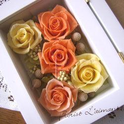 結婚祝いなど記念日の贈り物に、フォトフレーム型プリザーブドフラワー|メモワール(オレンジ)