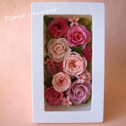 ピンクのバラを敷き詰めたガーリッシュアレンジ|シュシュ(ピンク)